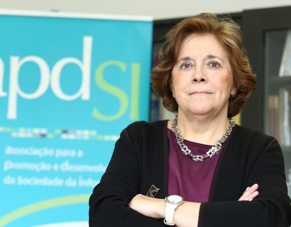 Professora Helena Monteiro - Presidente da Direção da APDSI
