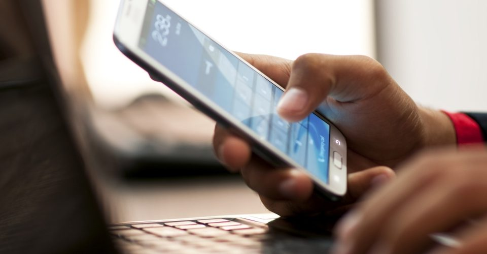 Portugueses preferem telemóvel ao desktop